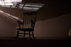 Creepy_rocking_chair_in_matrons