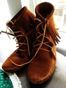 reserved one day sale 5 off minnetonka brown suede fringe ankle moccasin boots size 9-f46862