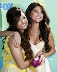 demi-lovato-and-selena-gomez