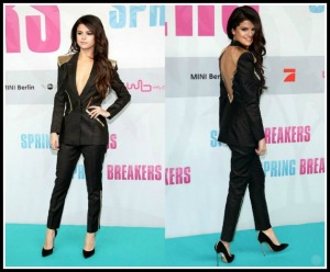 Selena-Gomez-Spring-Breakers-Germany-Premiere-Atelier-Versace-Pant-Suit-Casadei-Blade-Pumps-15