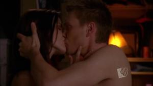 lucas-brooke-kiss-the-one-tree-hill-characters-2754441-624-352
