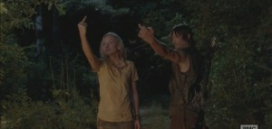 The-Walking-Dead-Still-Beth-and-Daryl-middle-finger-702x336