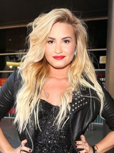 sev-demi-lovato-beauty-08-de