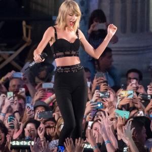 Taylor-Swift-1989-Album-Reactions[1]