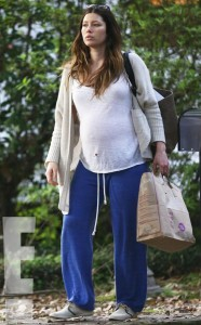rs_634x1024-150223200848-634.Jessica-Biel-Prgnant-Filming-New-Orleans.2.ms.022315[1]