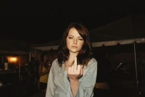 post-18785-Emma-Stone-giving-finger-angry-ogH6[1]