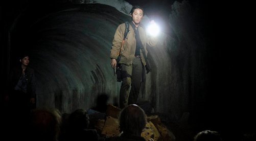 the-walking-dead-season-4-glenn-and-tara-in-tunnel[1]