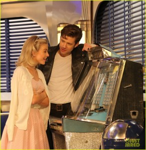 grease-live-sandy-julianne-hough-writes-sweet-note-before-show-31[1]