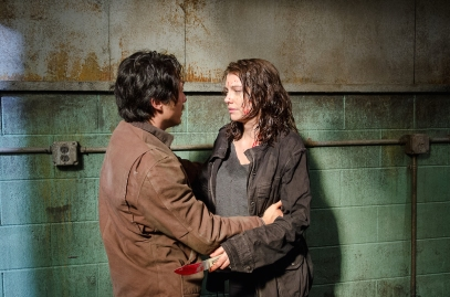 Glenn-Holds-Maggie-in-The-Walking-Dead-Season-6-Episode-13[1]