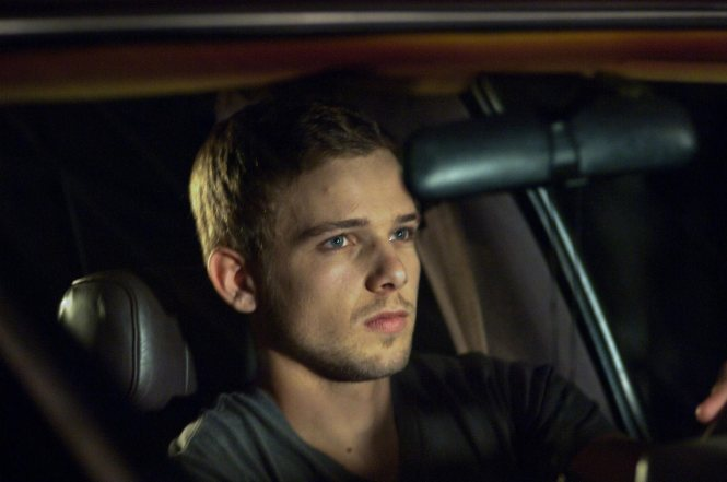 Max-Thieriot-in-House-at-the-End-of-the-Street[1]