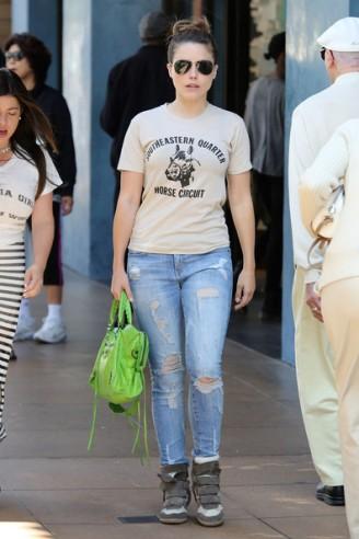 Sophia+Bush+Jeans+Ripped+Jeans+ivxbzboygM8l[1]