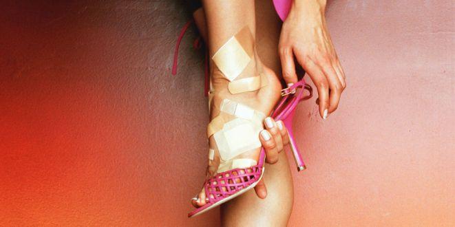 landscape-1435052048-woman-foot-pain[1]