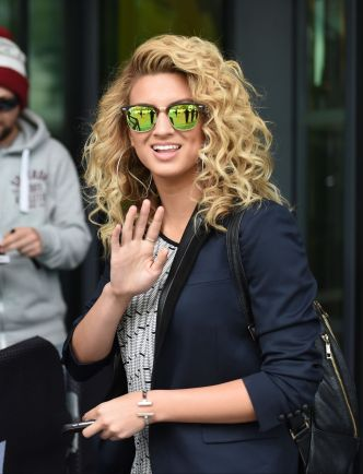 tori-kelly-bbc-breakfast-in-manchester-september-2015_4[1]
