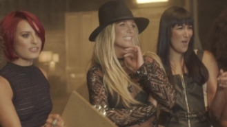 normal_Britney_Spears_-_Make_Me_1080_373[1]