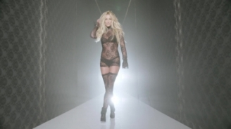 normal_Britney_Spears_-_Make_Me_1080_556[1]