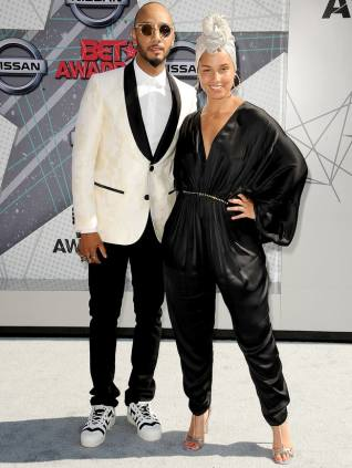swizz-beatz-and-alicia-keys-zoom-eecb7868-fa96-4413-8f17-2a71538efad6[1]