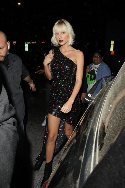 taylor-swift-sequin-dress-ftr[1]