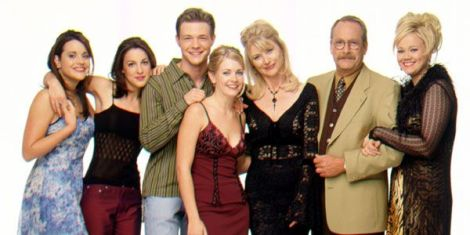 https___s3-ap-southeast-2.amazonaws.com_nine-tvmg-images-prod_34_28_86_342886_sabrina-the-teenage-witch---cast_2[1]